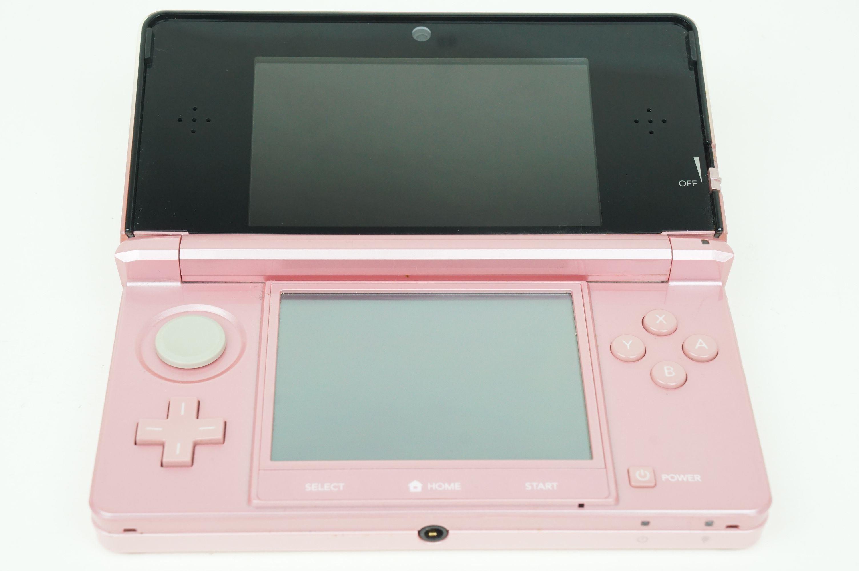 nintendo 3ds misty pink console japan used 4902370519129. Black Bedroom Furniture Sets. Home Design Ideas
